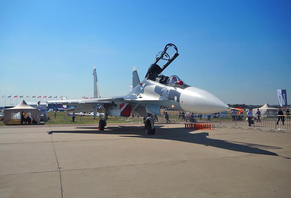 """Истребитель Су-30СМ на авиакосмическом салоне """"МАКС"""""""