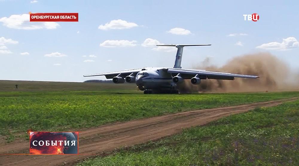 Ил-76 заходит на посадку