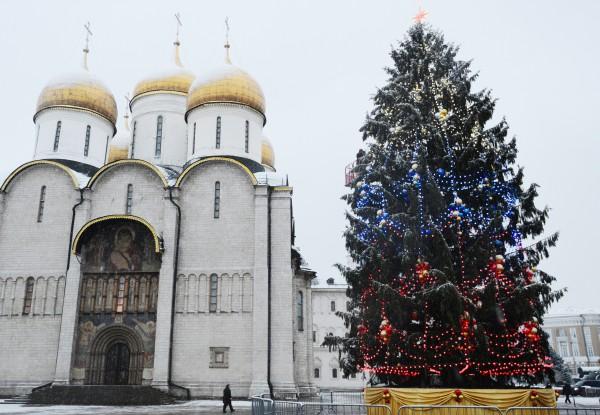 Главная новогодняя елка России на Соборной площади в Кремле в 2014 году