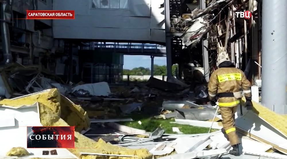 Сотрудник МЧС на месте взрыва