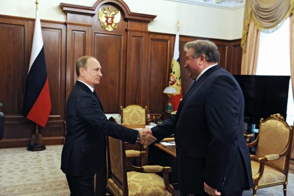 Президент России Владимир Путин и глава Республики Мордовия Владимир Волков во время встречи в Кремле