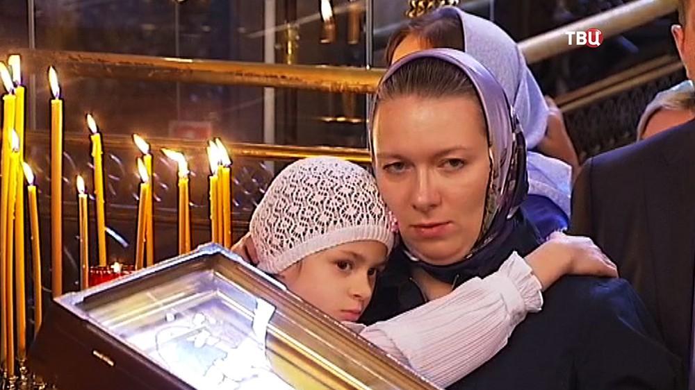 Прихожане в храме