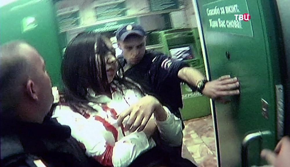 Пострадавшая при налёте на отделение Сбербанка в Москве