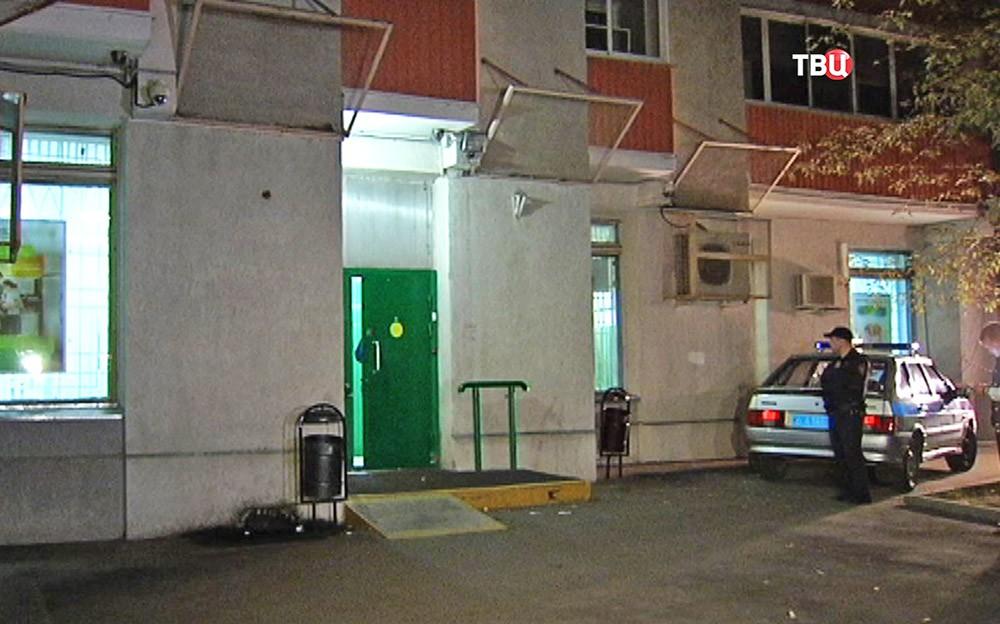 Полиция на месте ограбления отделения Сбербанка в Москве