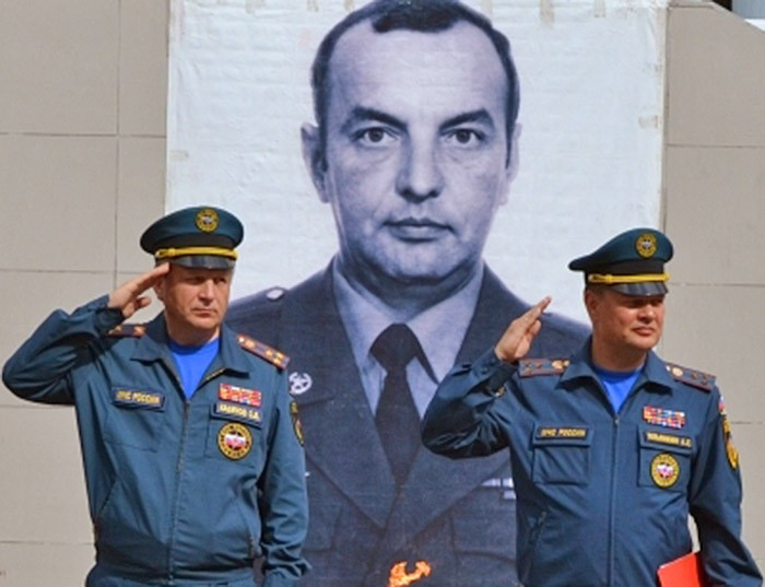 Почтение памяти командира пожарного расчета полковника Владимира Арсюкова