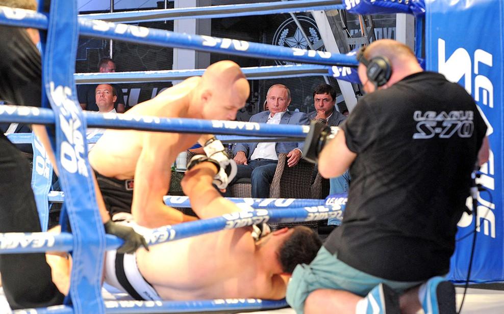 Владимир Путин на международном турнире по профессиональному боевому самбо