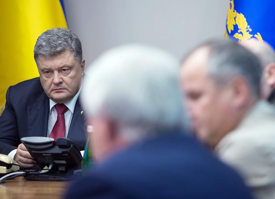 Президент Украины Пётр Порошенко проводит совещание с силовиками