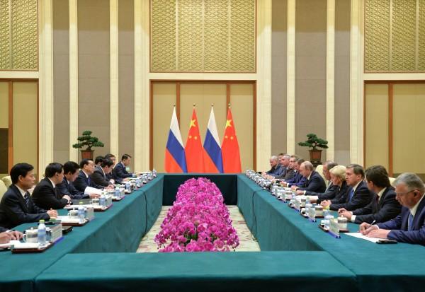 Заседание во время встречи в Пекине