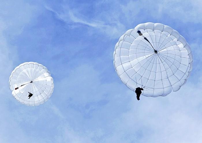 Десантники на парашютах