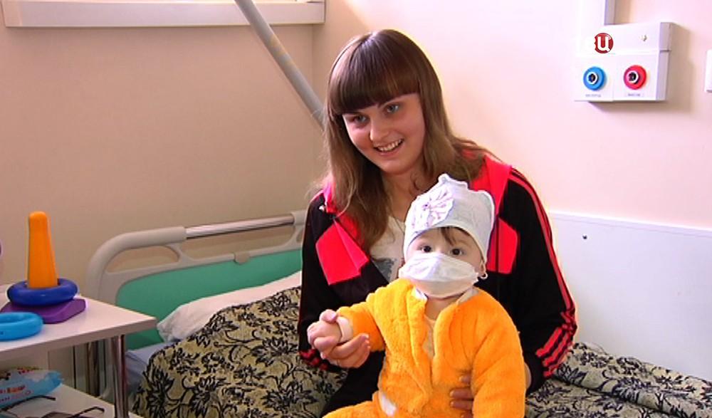 Мама и семимесячная девочка из Донецка