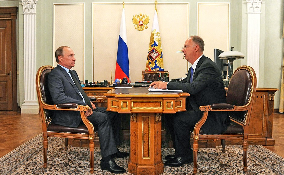 Президент России Владимир Путин и глава Российского фонда прямых инвестиций Кирилл Дмитриев
