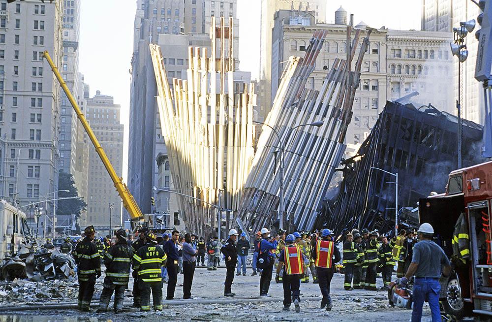 Руины башен Всемирного торгового центра в Нью Йорке 11 сентября