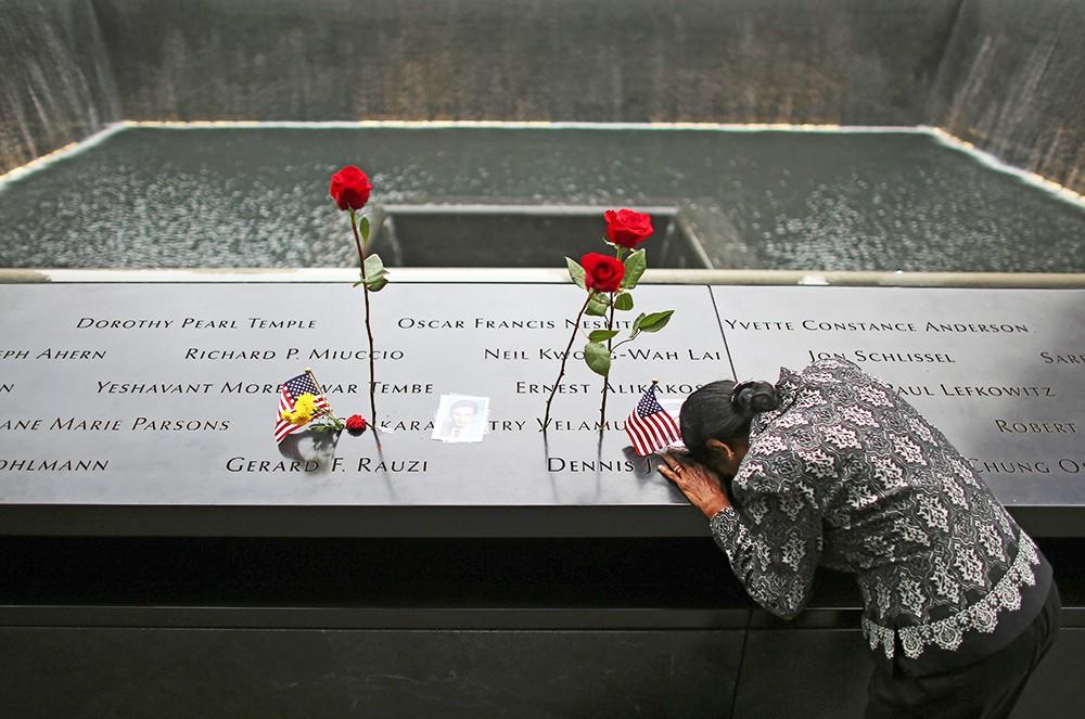 Траурные мероприятия у мемориала в Нью-Йорк на месте теракта 11 сентября