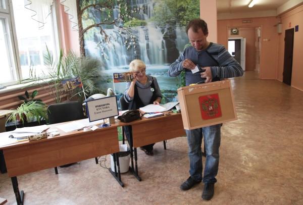 Члены избирательной комиссии на избирательном участке
