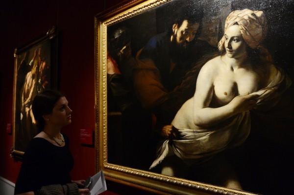 """Посетительница на выставке """"Караваджо и последователи"""""""