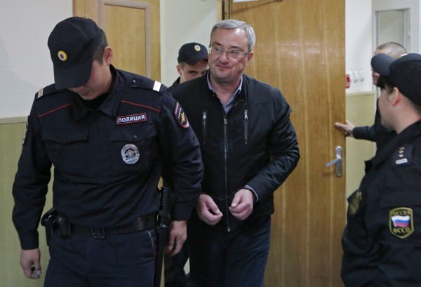 Глава Республики Коми Вячеслав Гайзер (в центре) в Басманном суде города Москвы