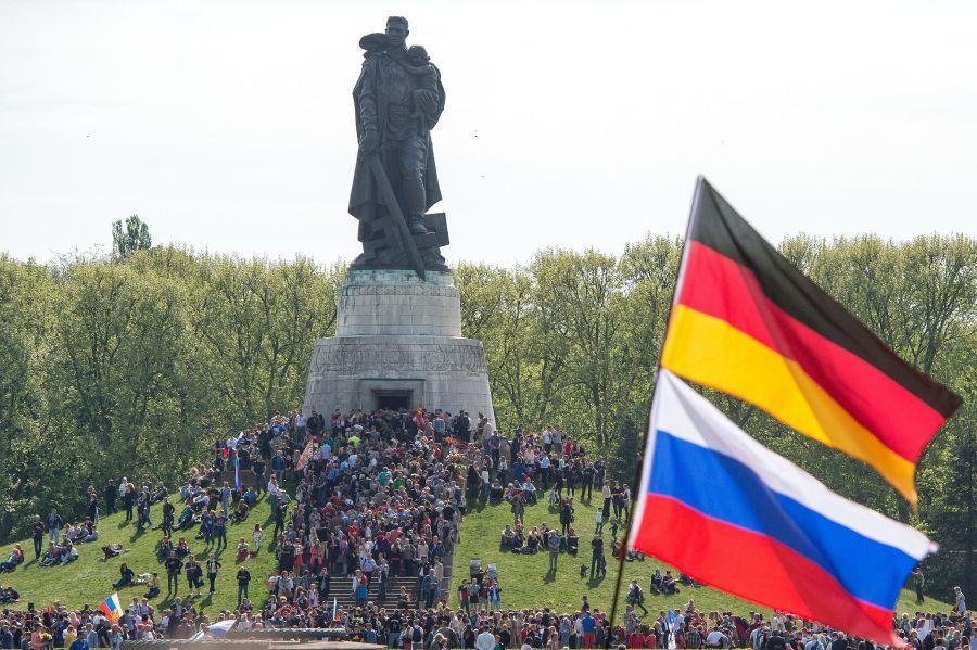 """Памятник """"Воину-освободителю"""" в Берлине"""