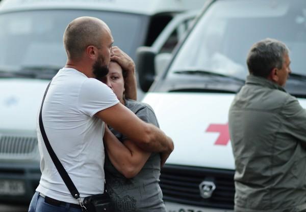 Горожане на подстанции скорой медицинской помощи в Симферополе, где были расстреляны медики