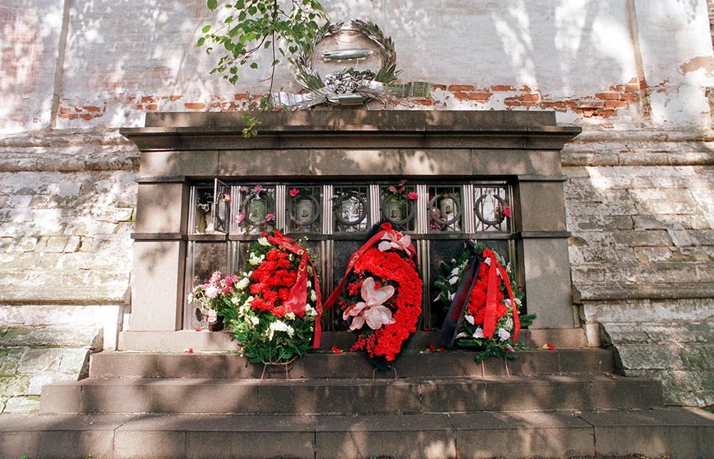 Склеп на Новодевичьем кладбище