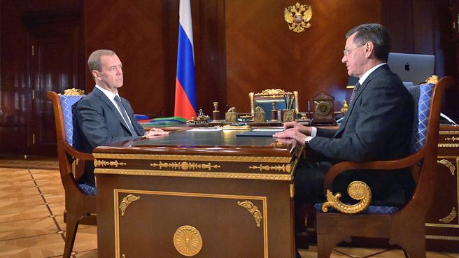 Дмитрий Медведев и губернатор Астраханской области Александр Жилкин