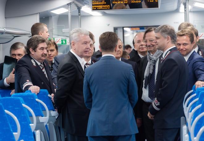 Мэр Москвы Сергей Собянин осматривает поезд