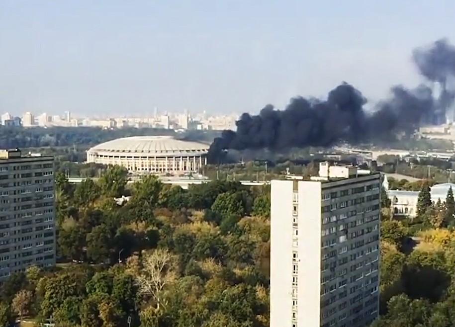 "Пожар на территории стадиона ""Лужники"""