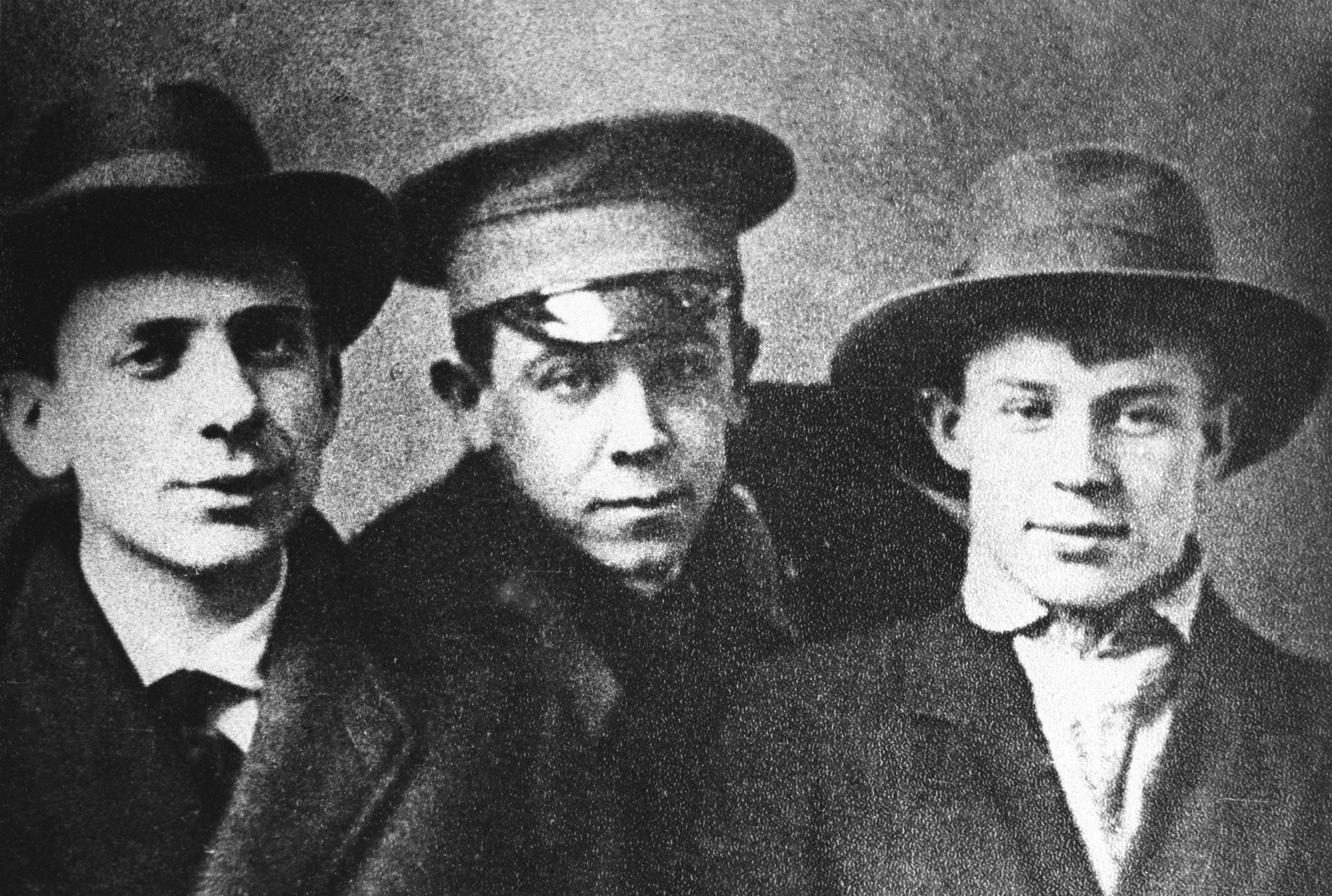 Русские поэты Рюрик Ивнев, Владимир Чернявский и Сергей Есенин. 1915