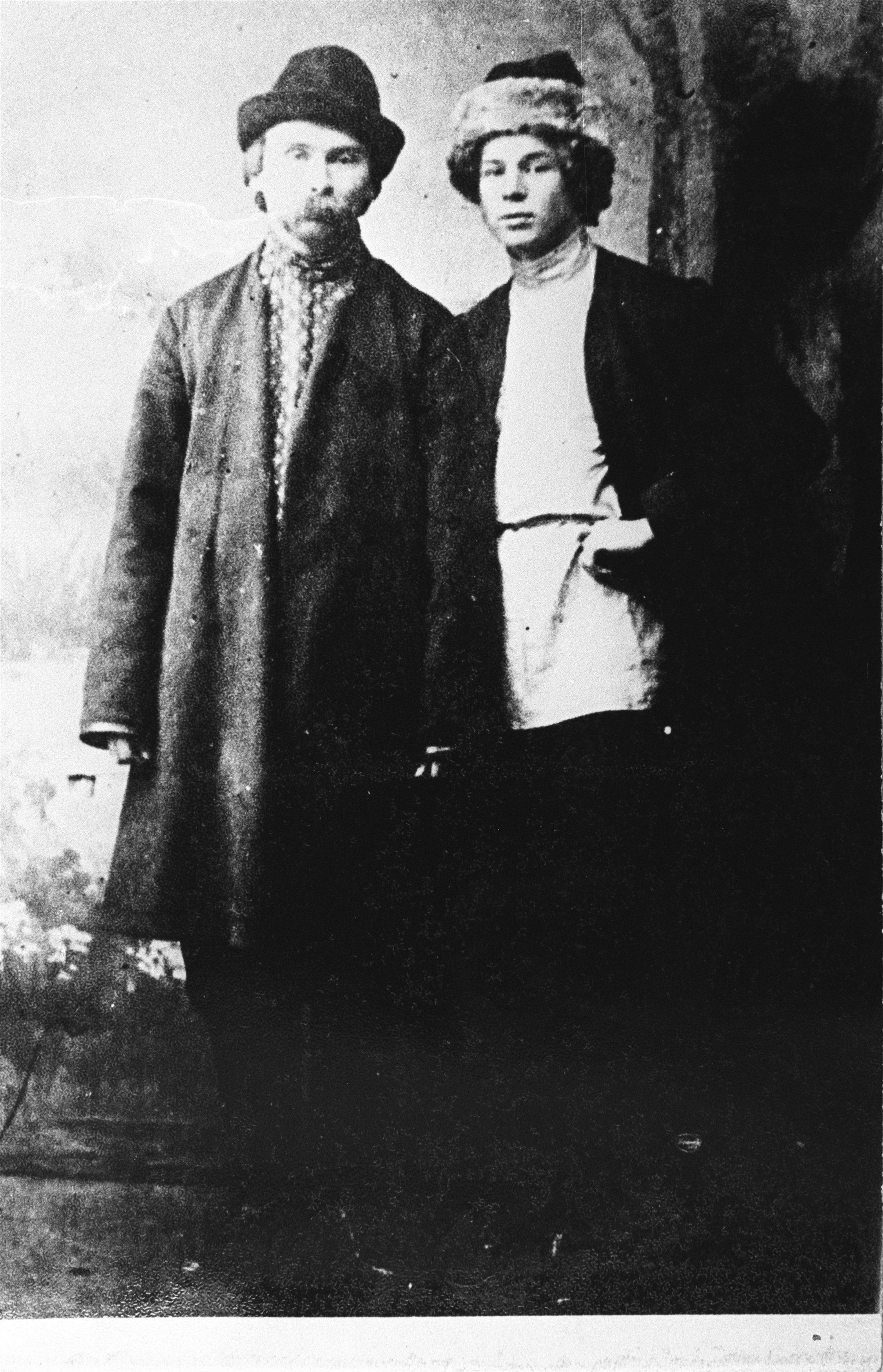 Русские поэты Сергей Есенин и Николай Клюев. 1915. Петроград.