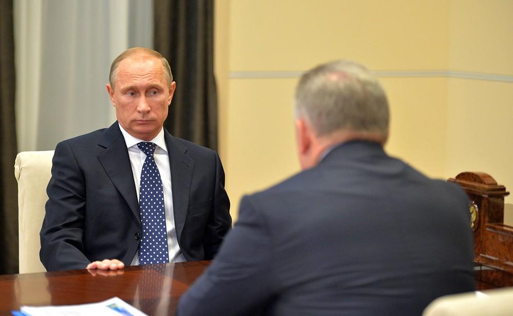 Президент России Владимир Путин и губернатор Хабаровского края Вячеслав Шпорт