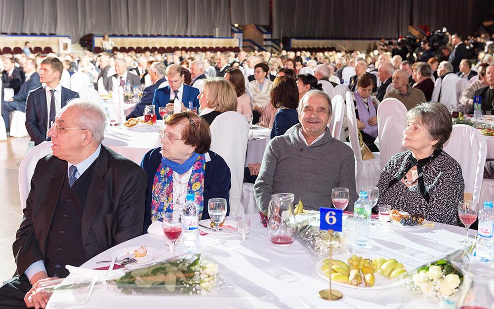 Поздравление семейных пар, проживших в браке 50 и более лет