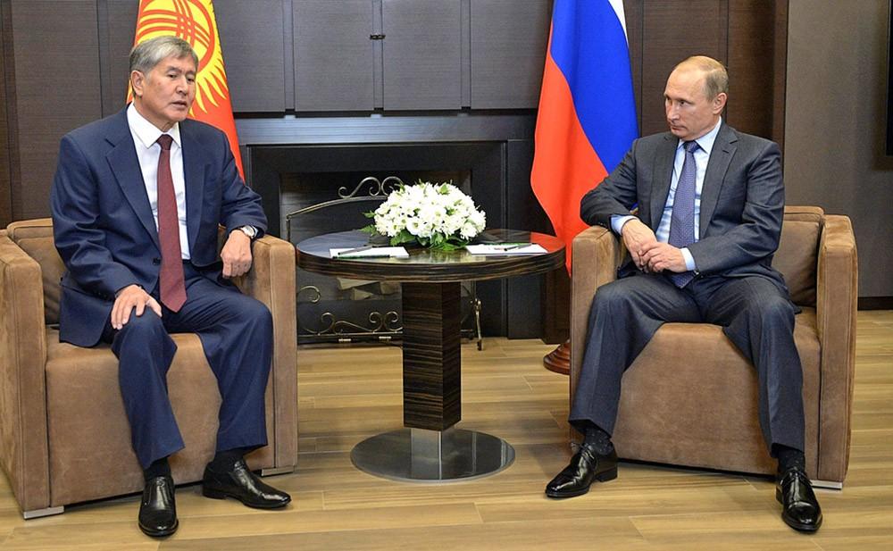 Президент России Владимир Путин и президентом Киргизской Республики Алмазбек Атамбаев