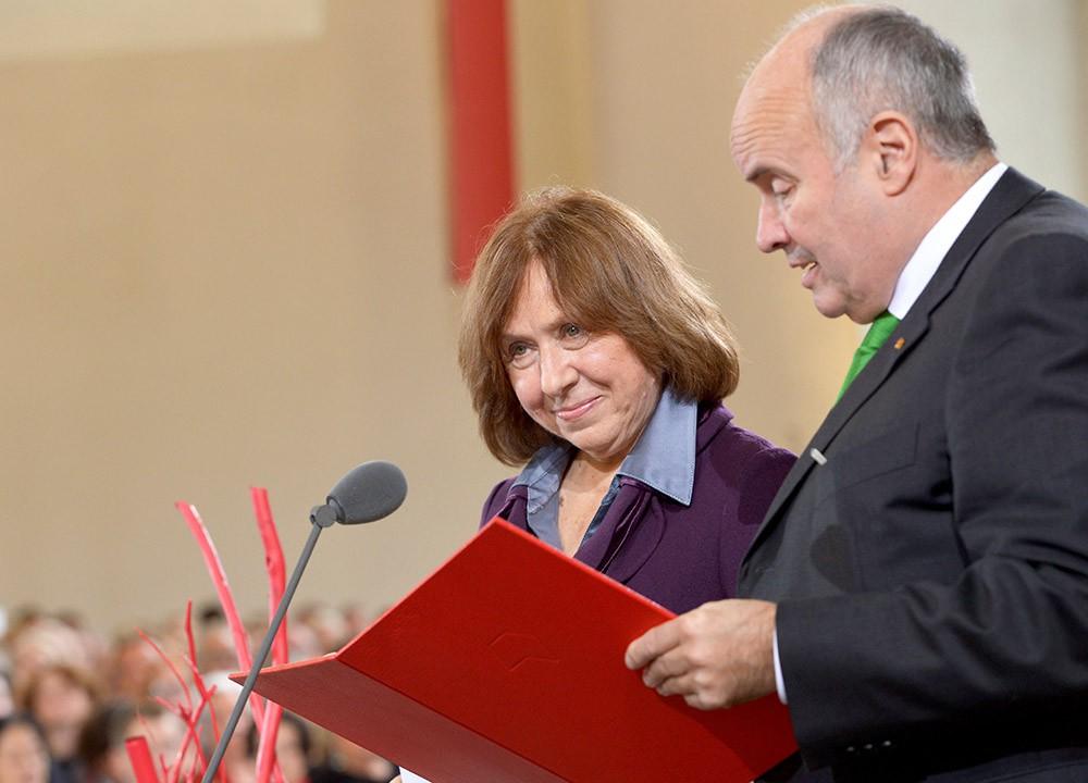 Поздравление лауреата Нобелевской премии по литературе 2015 Светланы Алексиевич