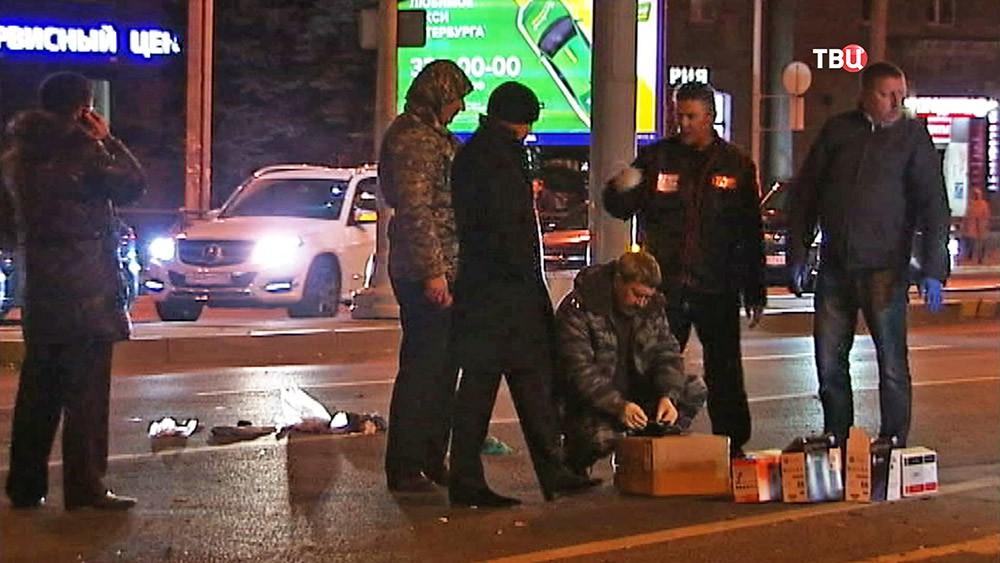 Криминалисты работают на месте взрыва в Санкт-Петербурге