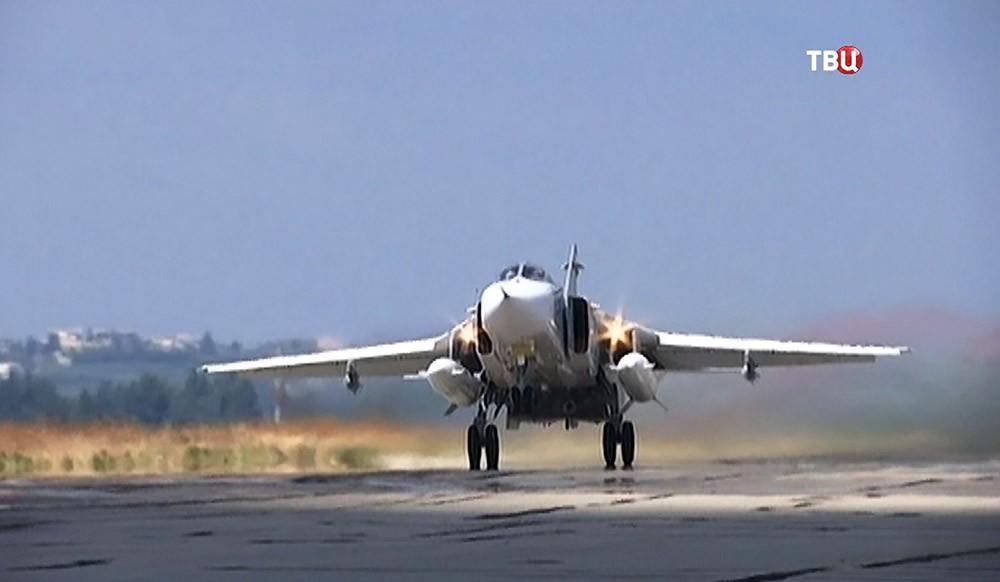 Истребитель Су-24 авиационной группировки ВКС России в Сирии