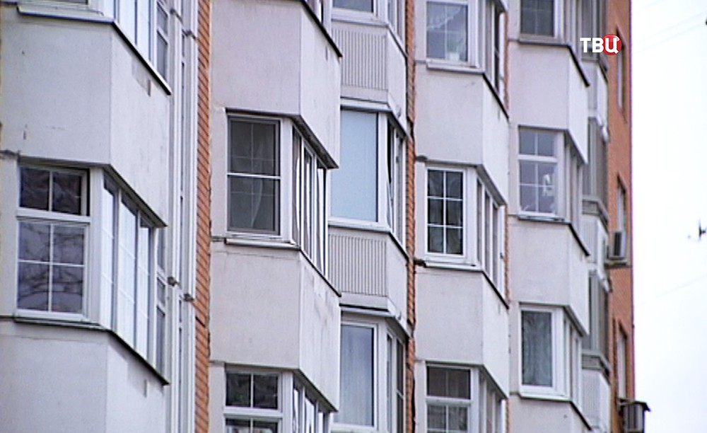 Окна многоэтажного жилого дома