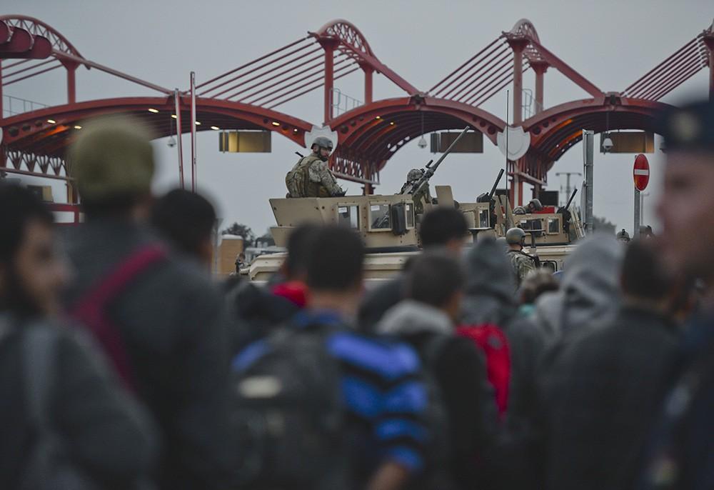 Мигранты прибывают в Европу