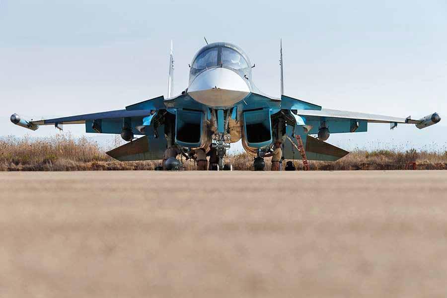 Истребитель Су-34 авиационной группировки ВКС России
