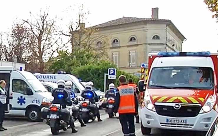Спасатели на месте ДТП во Франции