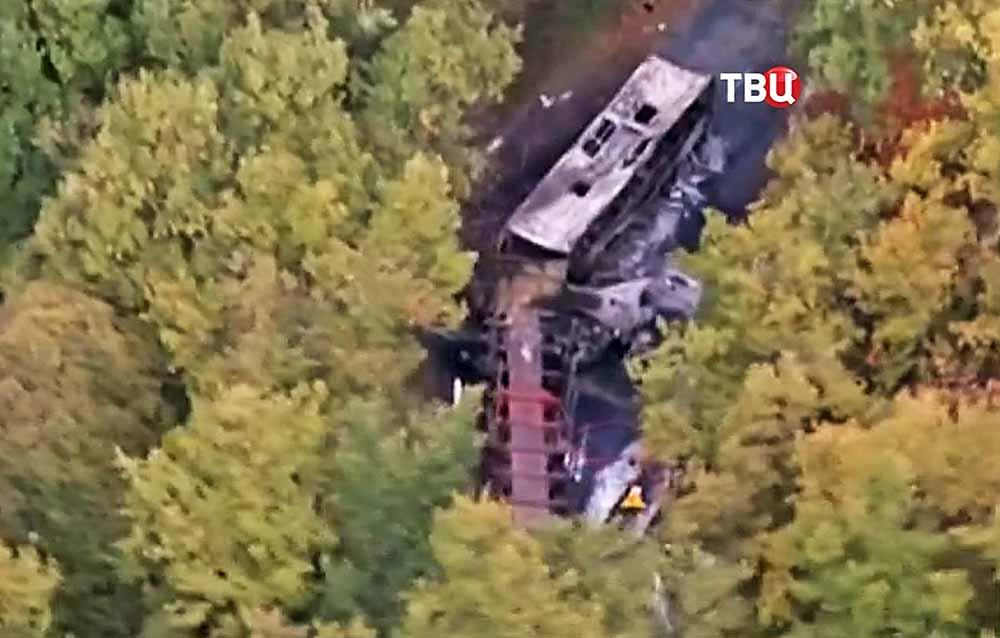 Последствия ДТП автобуса и грузовика во Франции