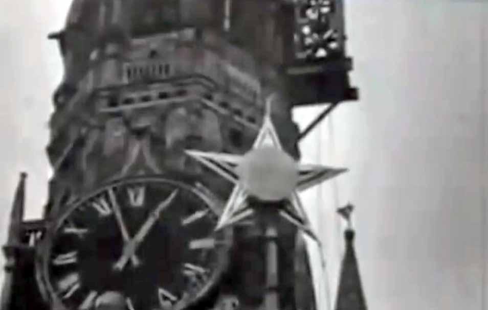 Установка первых кремлевских звёзд