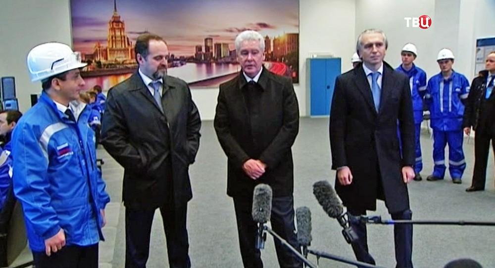 Мэр Москвы Сергей Собянин во время посещения Московского нефтеперерабатывающего завода