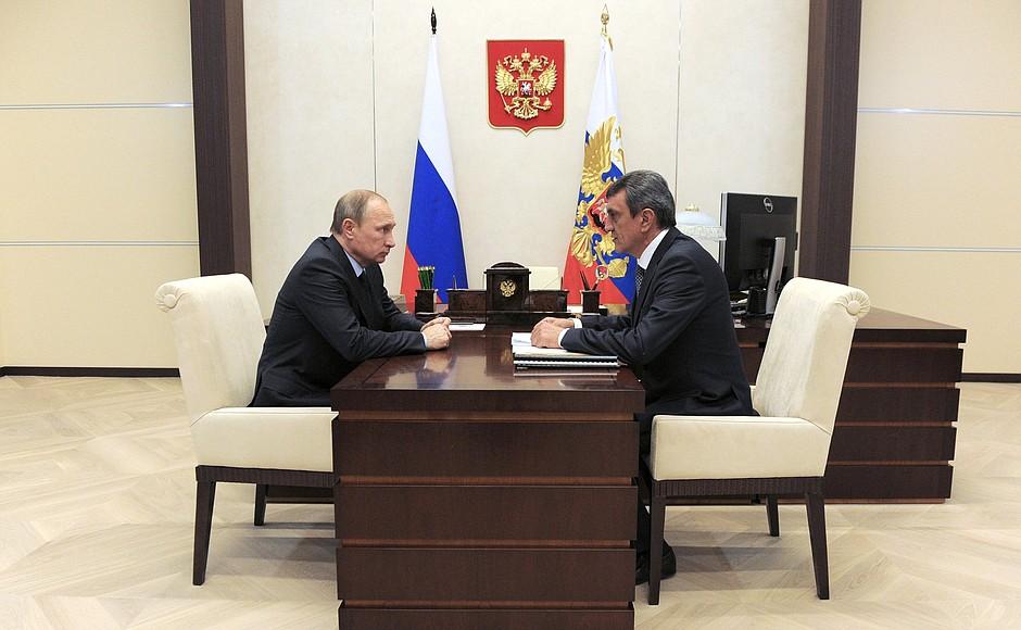 Владимир Путин и губернатор Севастополя Сергей Меняйло