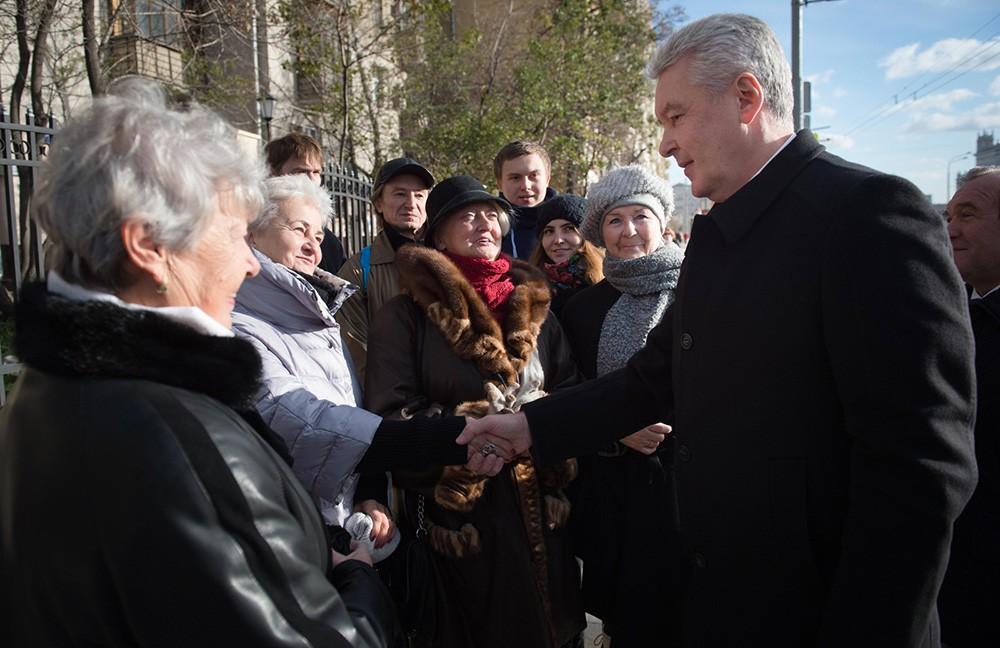 Сергей Собянин во время встречи с жителями Москвы