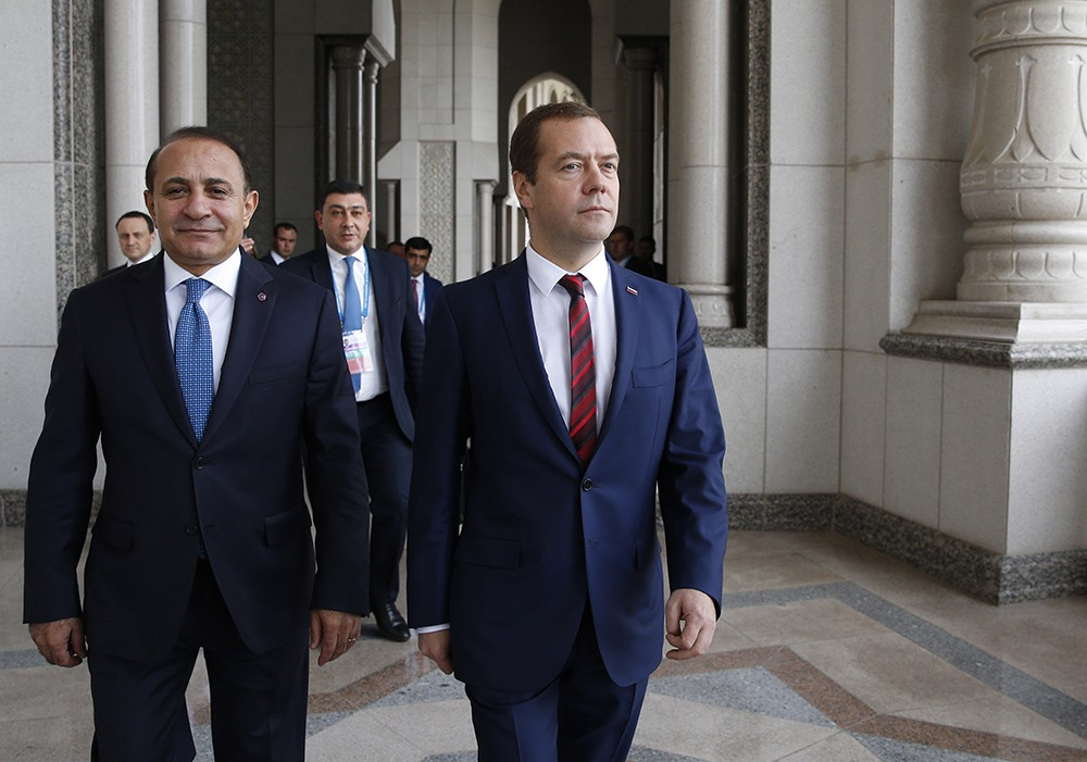Председатель правительства России Дмитрий Медведев и премьер-министр Армении Овик Абраамян