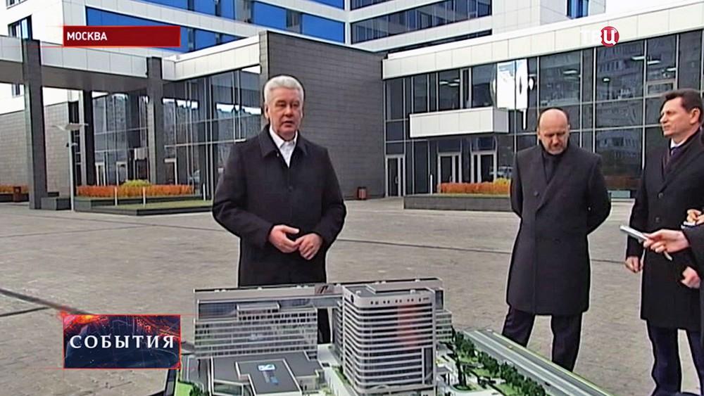 Сергей Собянин осматривает Многофункциональный гостинично-деловой комплекс