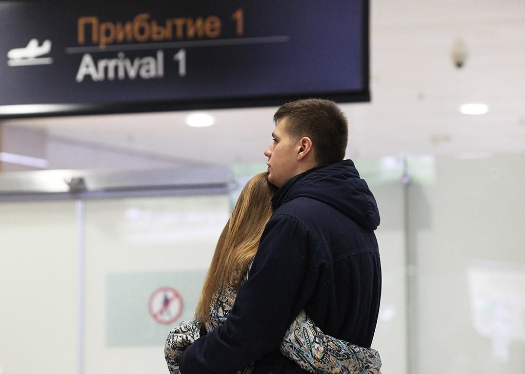 """Родственники пассажиров рейса 9268 в аэропорту """"Пулково"""""""