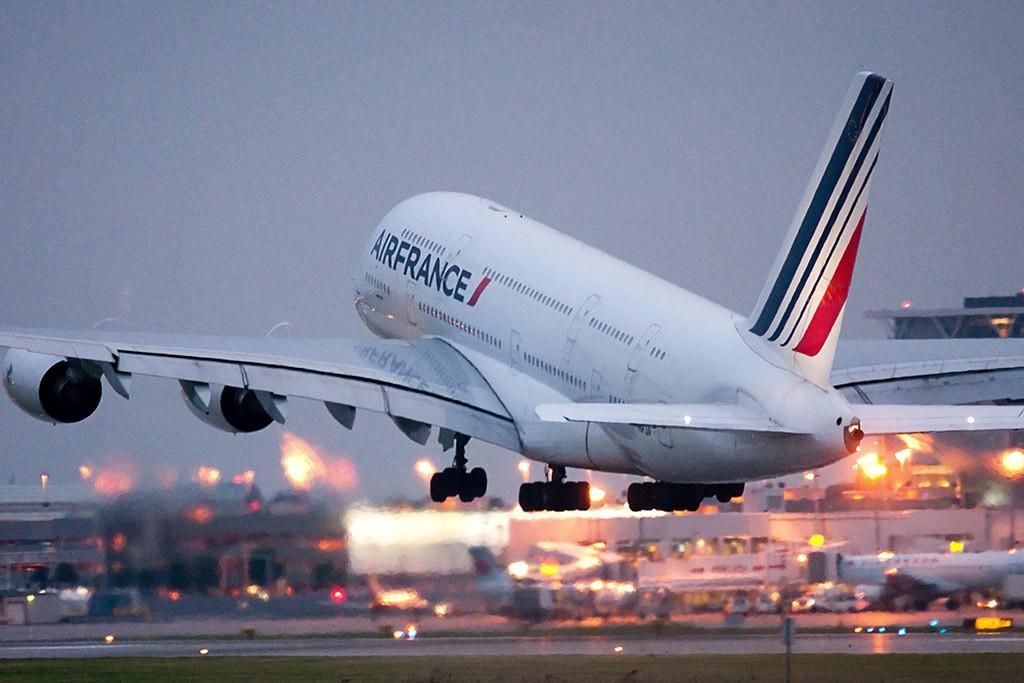 Самолет Аirbus A380 авиакомпании Air France