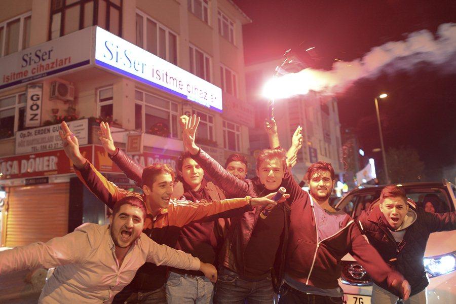 Митинг сторонников правящей партии в Турции