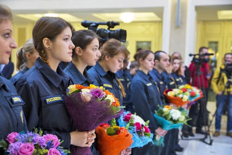 Церемония награждения юных героев