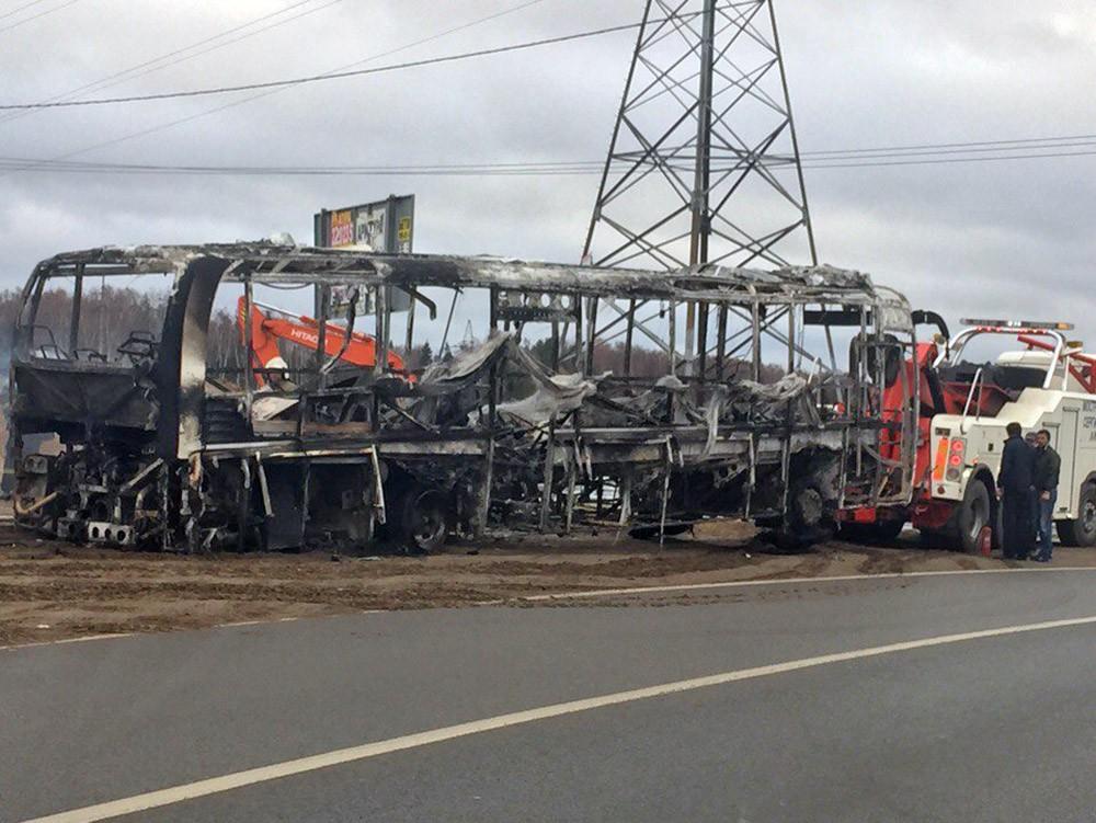 Остов сгоревшего автобуса